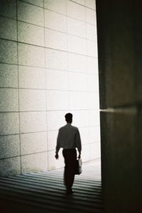 businessman-walking-592542-m.jpg